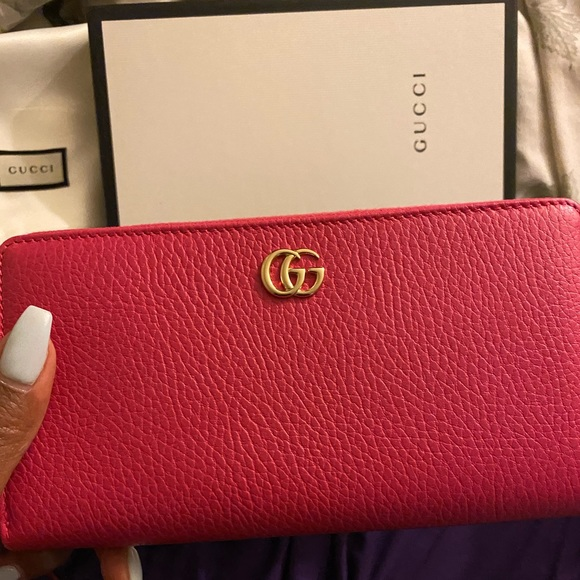 Gucci Handbags - Gucci marmont wallet